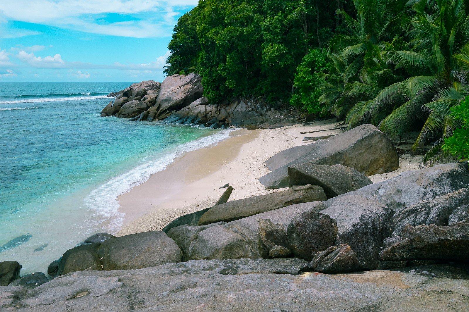 Авантюра: Роси Кериган на остров Мойен, Сейшелите