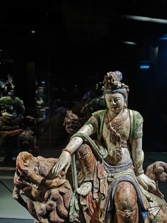 Museu do Oriente statue