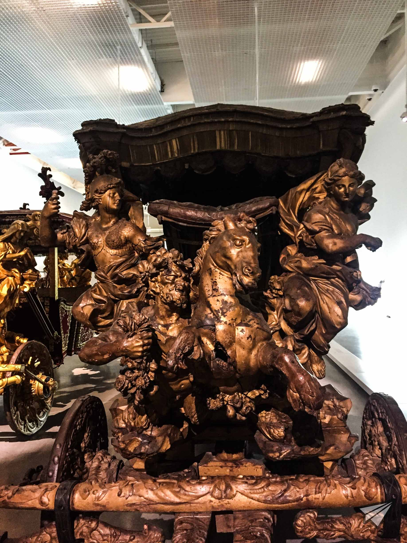 Museu Nacional dos Coches figures