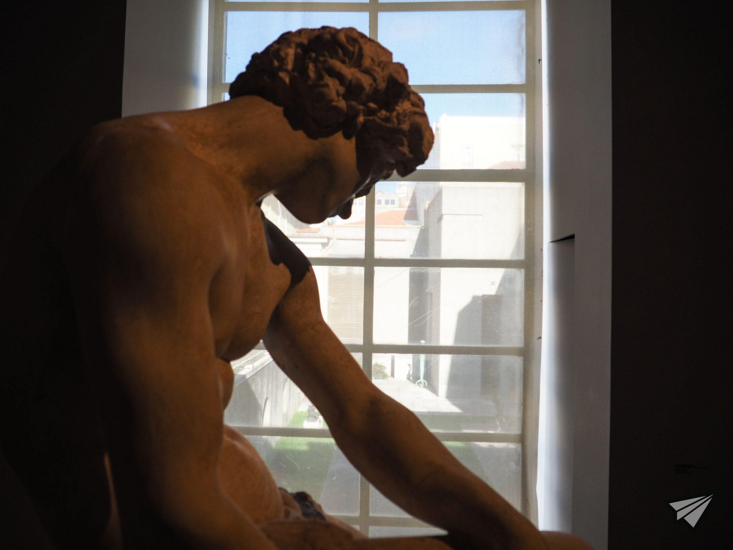 Museu do Chiado statue