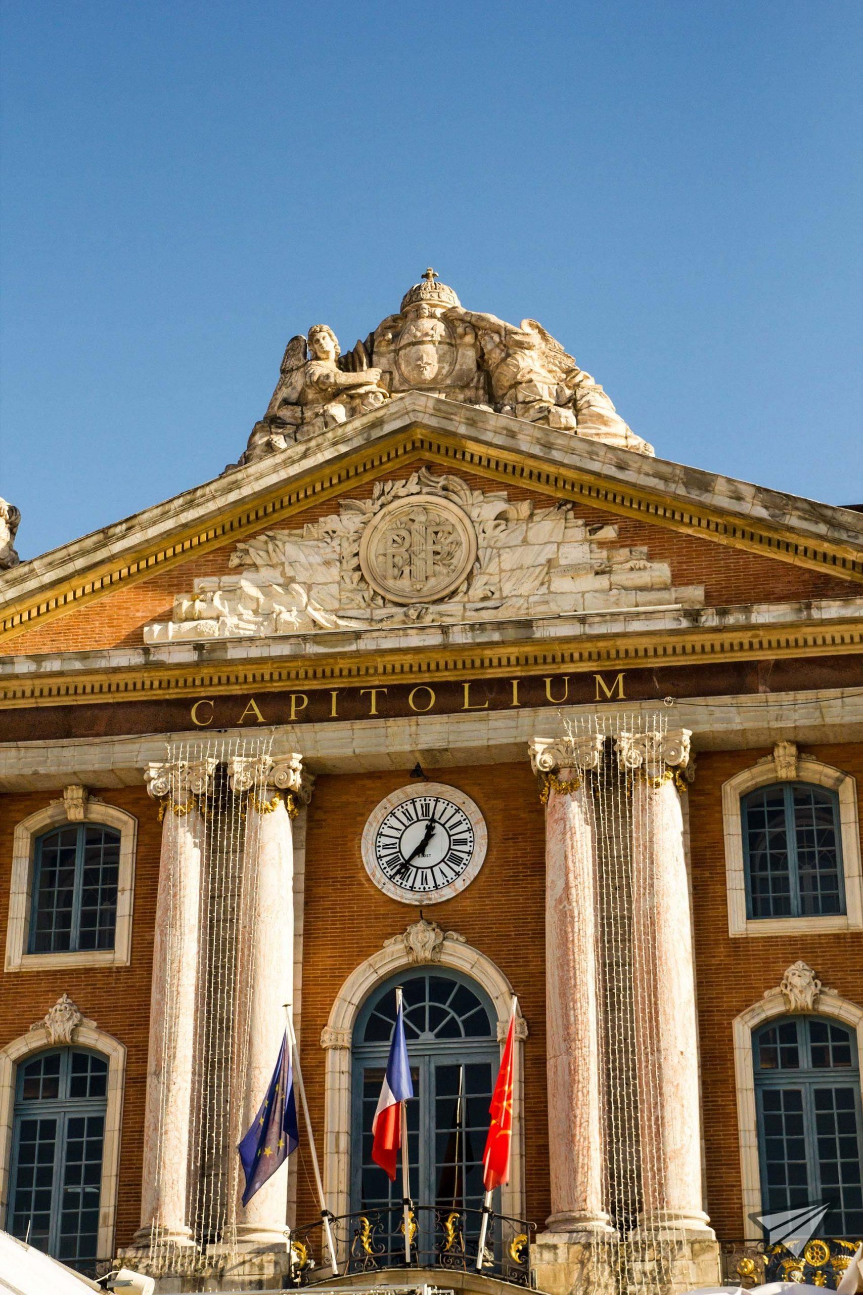 Le Capitole Central square Toulouse1