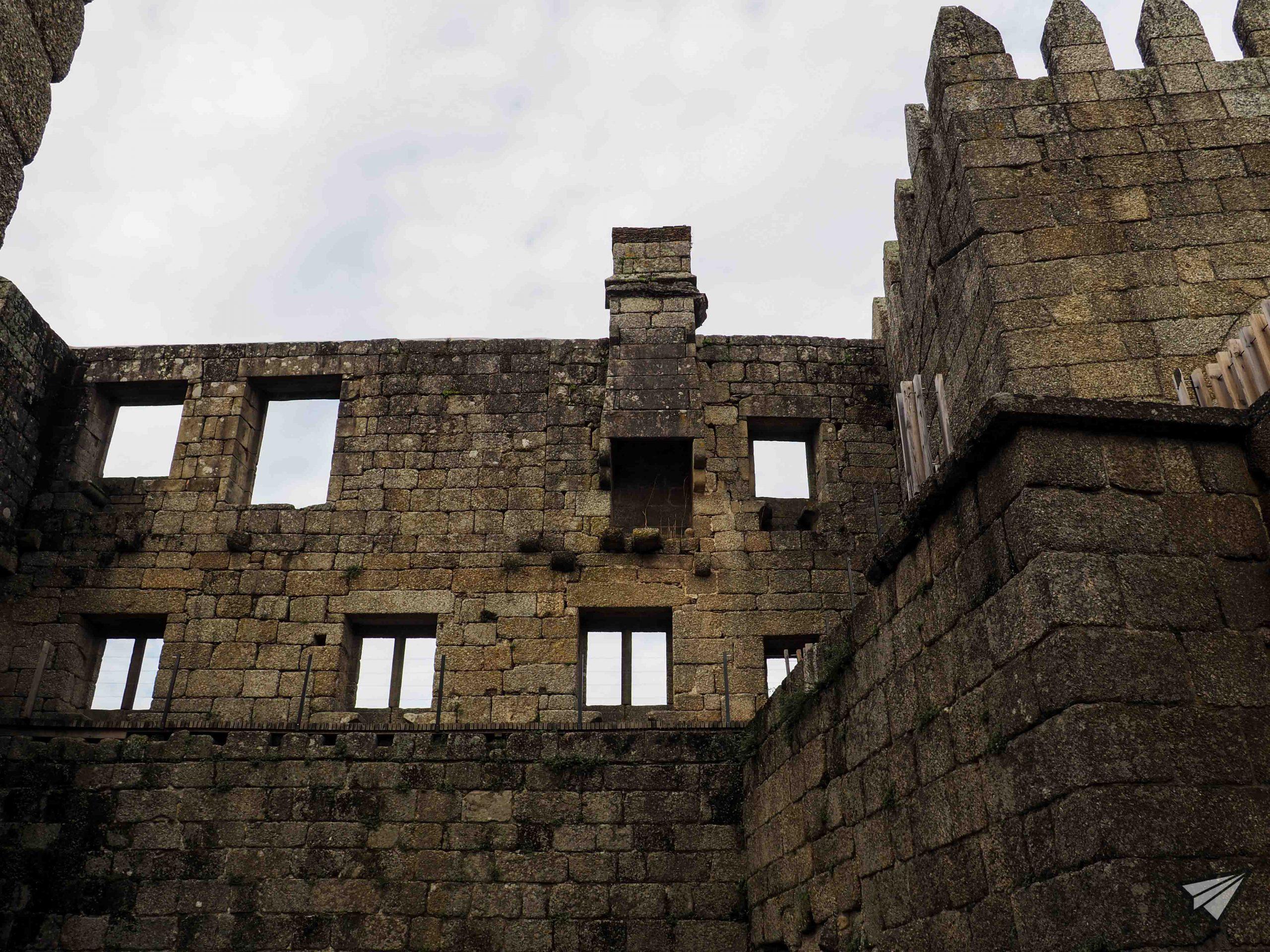 Замъкът Гимараеш стил